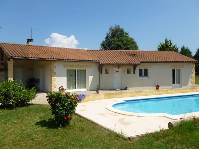 Villa 135 M² sur 2500M² terrain - Rouffignac-Saint-Cernin-de-Reilhac - 別荘