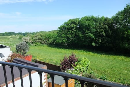 En-suite double room with nice open view - Holywell