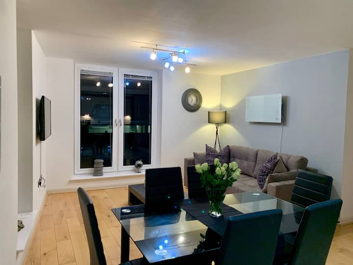 2 Bedroom Penthouse Birmingham - Free Parking