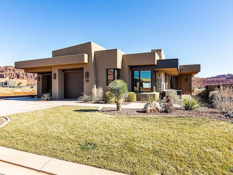 Snow Canyon Serenity - Luxurious home with a view.