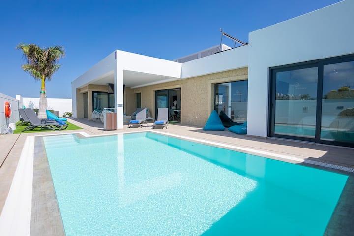 Villa Sea Breeze~CLACA~Piscina privada climatizada