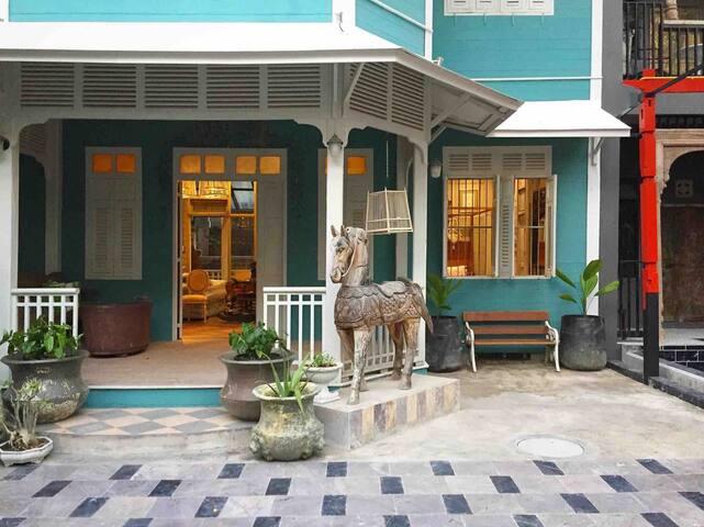 Silom 100years Quiet downtown classic villa