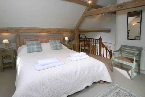 Blockley Romantic Cottage Views  v good Wifi 🌹🥂❤️💕