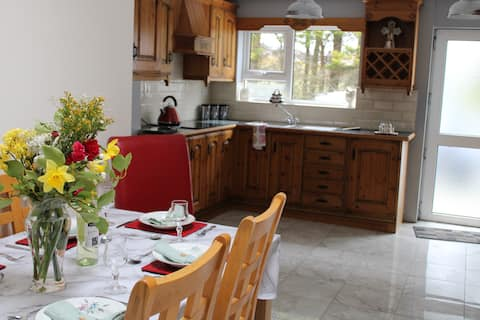 """""""Rose Cottage"""" Fantastic house in Falcarragh Town"""
