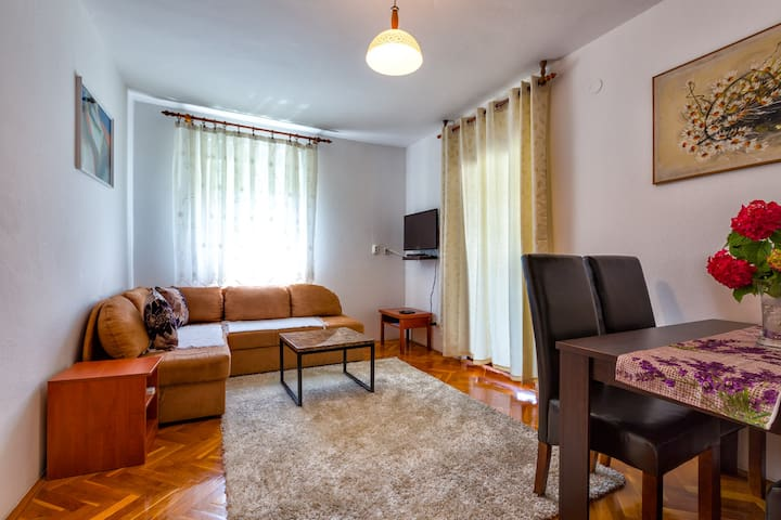 Apartment Meri 2 (200m beach, 800m center)