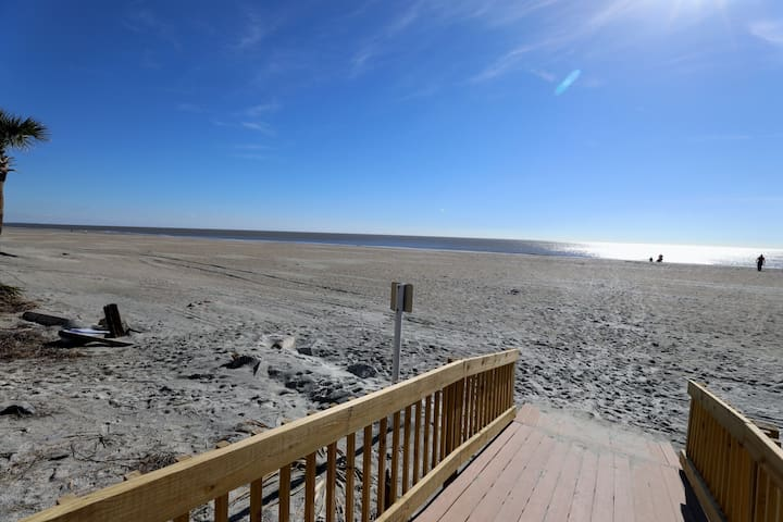 Unforgettable HHI Paradise Out/Indoor Pool 3BR 2 BA W/D