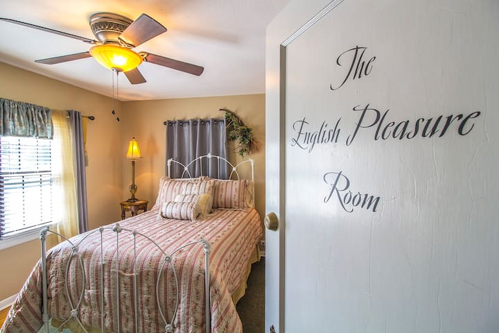 Foxtrot Inn B&B - The English Pleasure Room (Full)