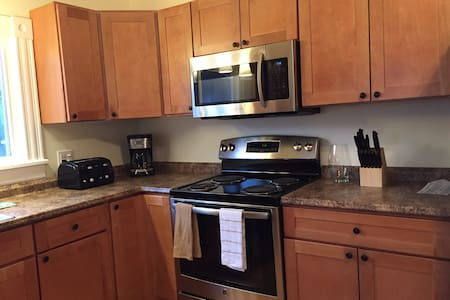 Spacious Downtown Apartment - Greenfield - Apartament
