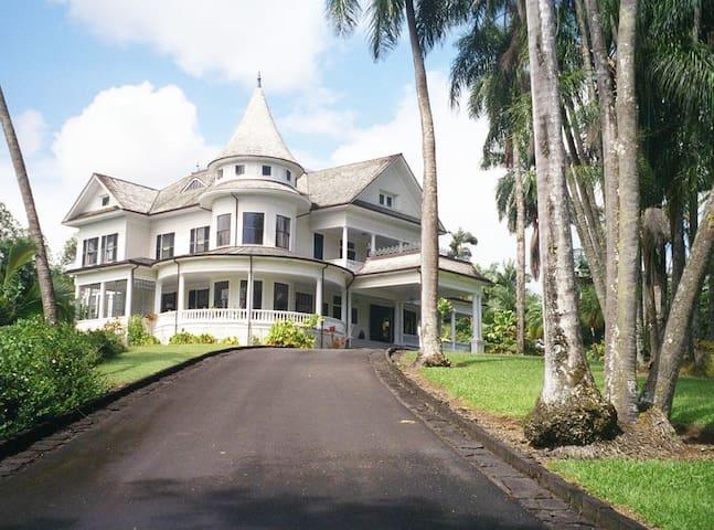 Shipman House's Guest Cottage (Room 1: Mauka Room)