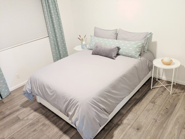 Clean & Modern Bedroom + Private Bath, near DTC