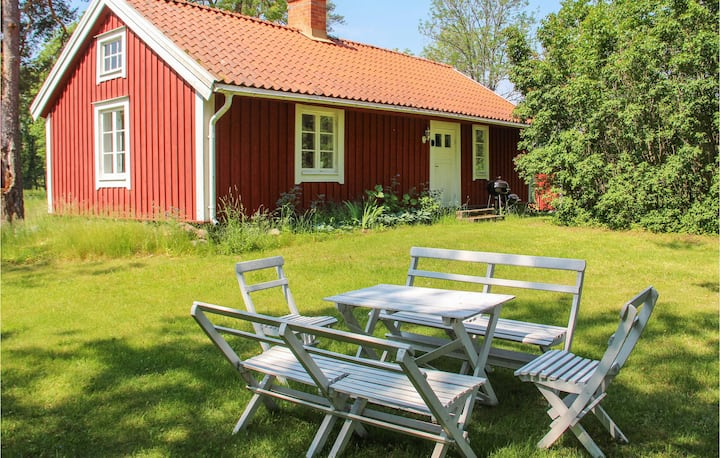 Holiday cottage with 2 bedrooms on 50m² in Gamleby