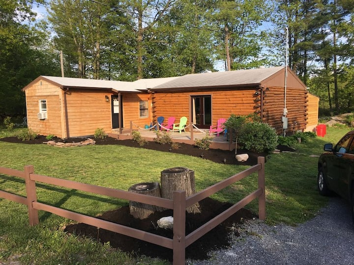 Super Clean, Pet Friendly Cottage! NO EXTRA FEES!!