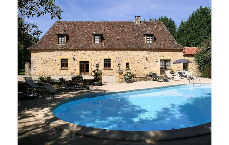 Holiday cottage with 6 bedrooms on 270 m² in Cendrieux