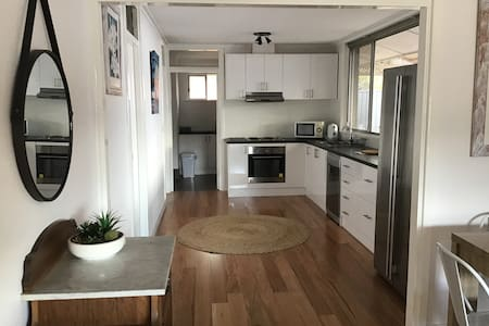 Spacious House 5 minutes from Fremantle