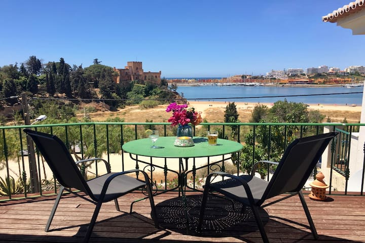 Front line townhouse nº 3 in Ferragudo, sea views, Air-con