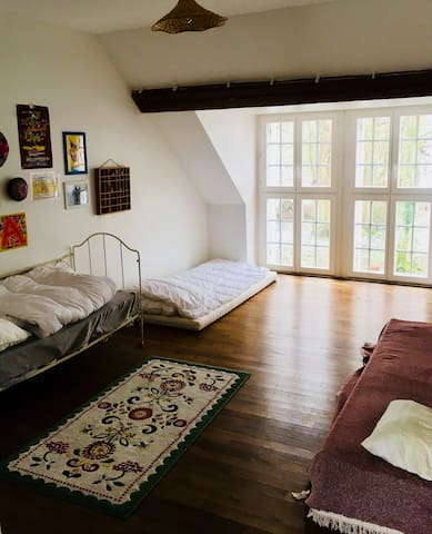 Chambre 4: 2 lits individuels + 1 lit enfant