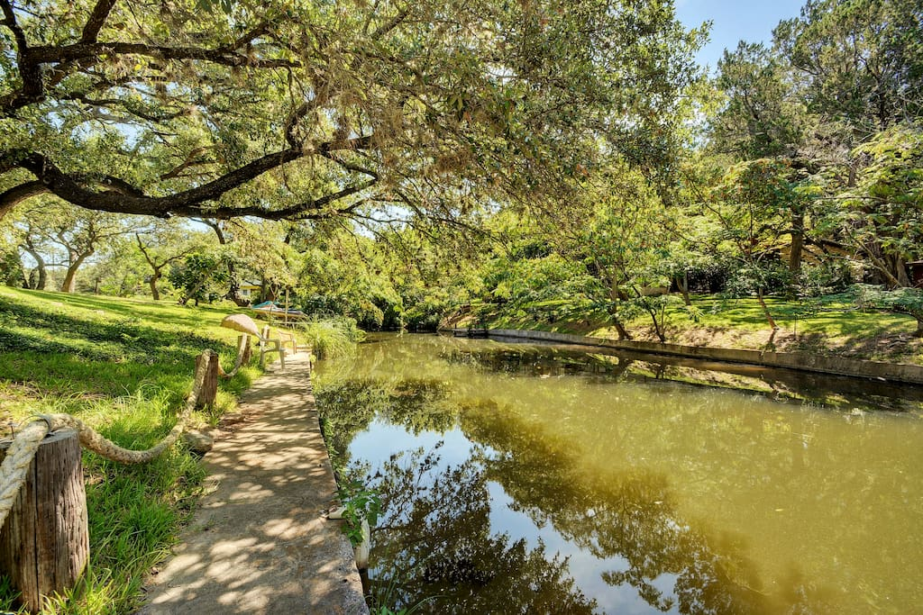 The canal in your backyard provides easy access to Lake LBJ. Dock your kayak!
