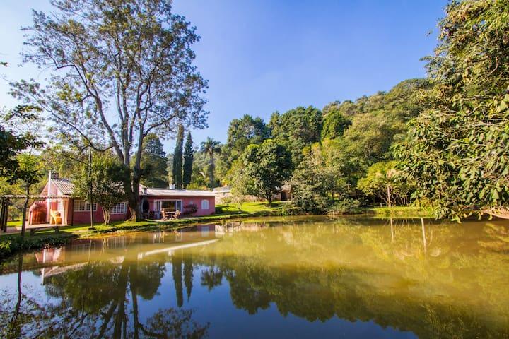 Casa no lago dentro da floresta. - Mairiporã - House