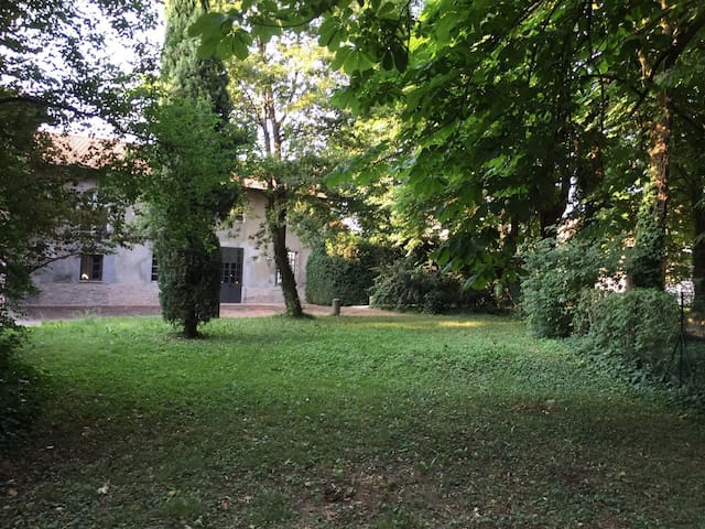 Villa Rodolfi ,historic mansion with a quiet park