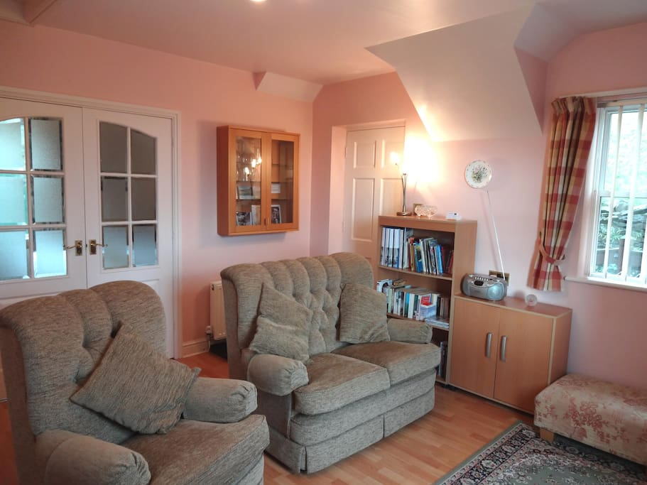 Living Room - bright & Comfortable