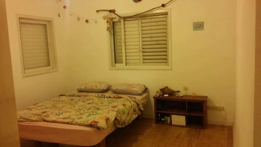 peaceful room at the center of kefar sava