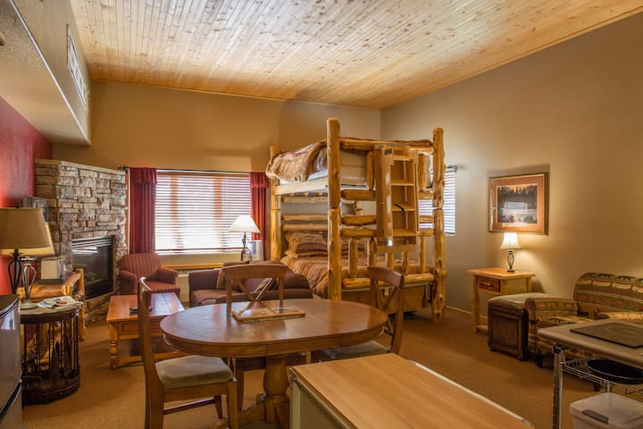Arapahoe Basin Spring!Hostel-Style Room  Sleeps 6+ - Keystone - Condominium