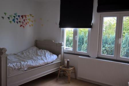 Chambre confortable à proximité du centre de Namur - Namur - House