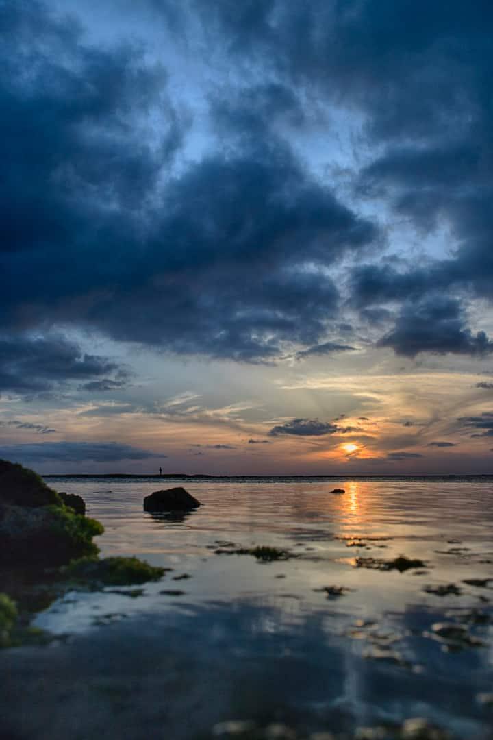 波のない日は水面に映る空がヤバイ