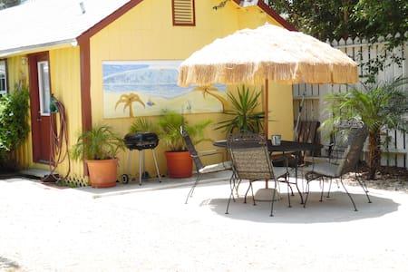 Yellow Fin Cottage Old Town Port A - 포트 애런사스(Port Aransas)
