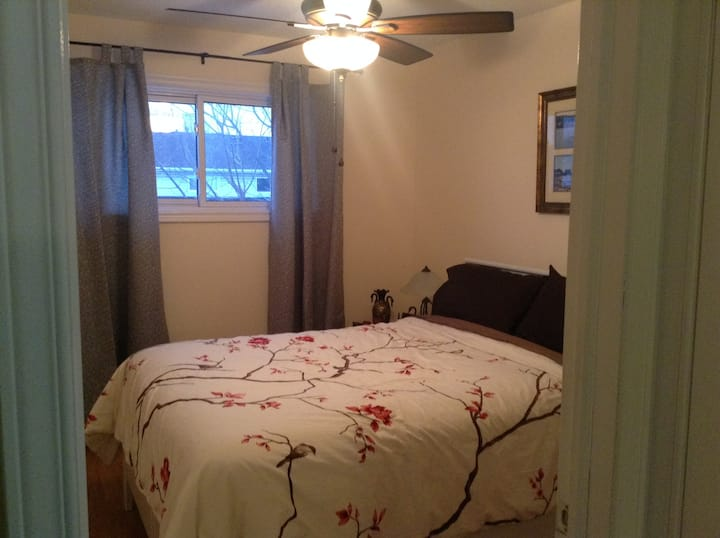 Clean room in quiet home in Kanata (rm1)
