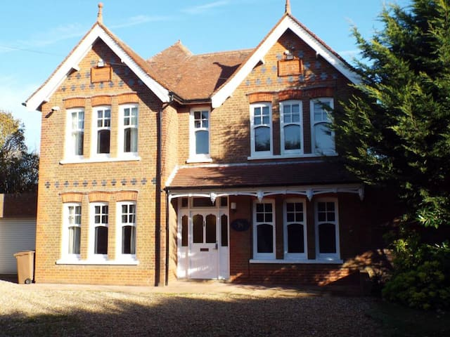 Baldock Home with a View - Shared or Private