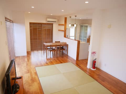 [Maximum 8 people in one private building] Guest house Lulumalu AMAMI with records right to the sea airport