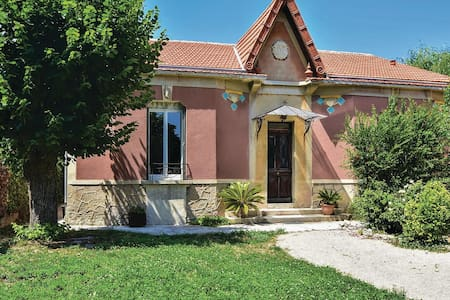 Holiday cottage with 2 bedrooms on 88m² in Le Thor