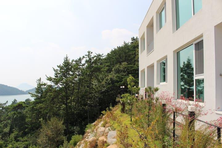 나로베어하우스 / 아름다운 바다전망 그리고 평온한 휴식 / 패밀리룸(기준4인/최대10인) - 고흥군 동일면 - Condominium