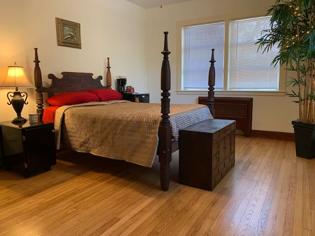 DT Room w/Bath/NO CLEANING FEE/ Park FREE!/late CO