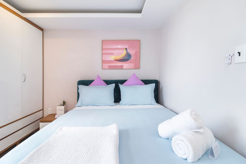 Comfy bed with high quality linen and towels for your transit