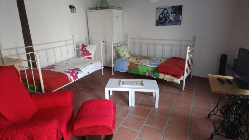Villa-Lusso-Stanza doccia-Vista sul cortile-Petite Maison***