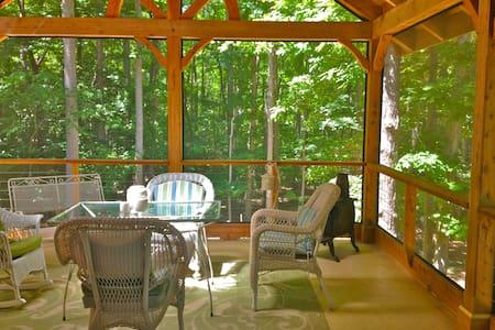 Screen porch SUITE near UNC & downtown Carrboro - Maison