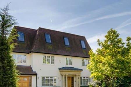 Luxury big house - Barnet