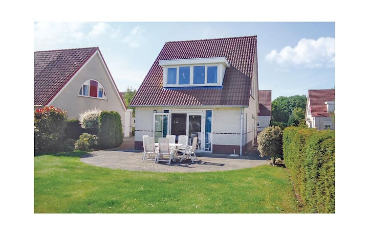 Holiday cottage with 3 bedrooms on 120m² in Stevensweert