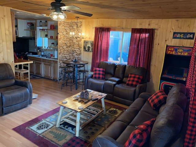 Bearadise Lodge- Minutes to slopes & village!