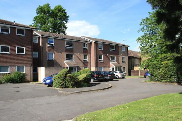 1 bed Flat in Addlestone, Surrey - Addlestone - Apartemen berlayanan