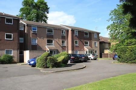 1 bed Flat in Addlestone, Surrey - Addlestone - Mobilyalı daire