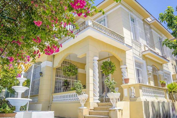 Luxury Colonial 6BR Villa in Vedado