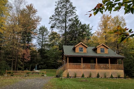 True Log House, Secluded, Close to Lake.
