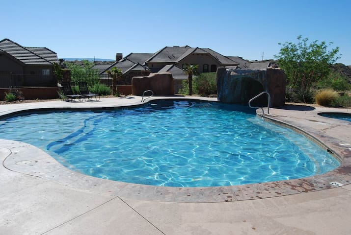 Luxury Near St. George, Zion & Sand Hollow SP - Washington - Adosado