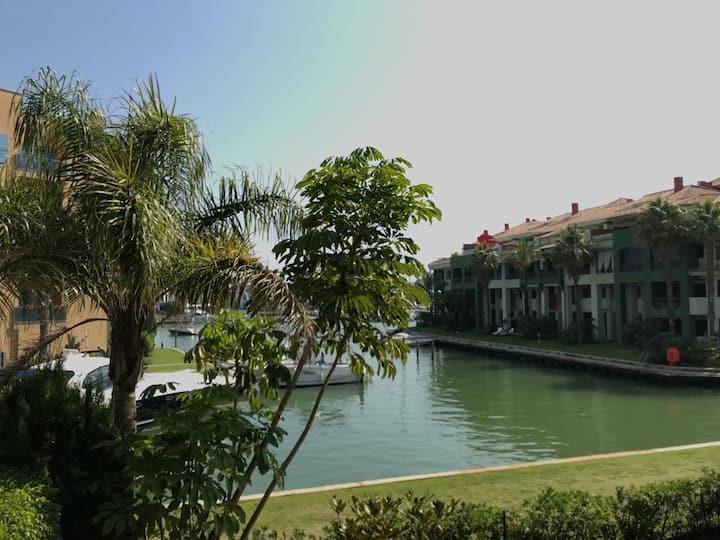 Magnífico apartamento  Urb. con jardín y piscina