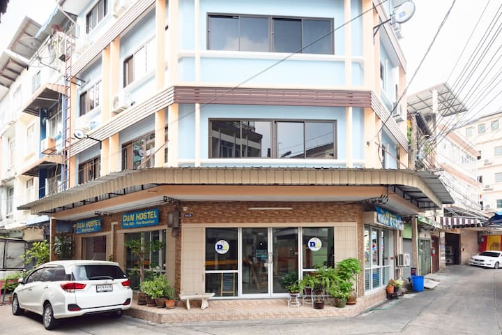 Single B. with Fan&Shared Bathroom near Khaosan Rd