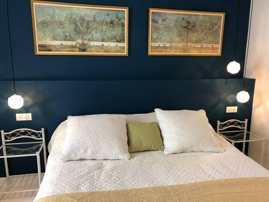 Chambre bleue lit king size