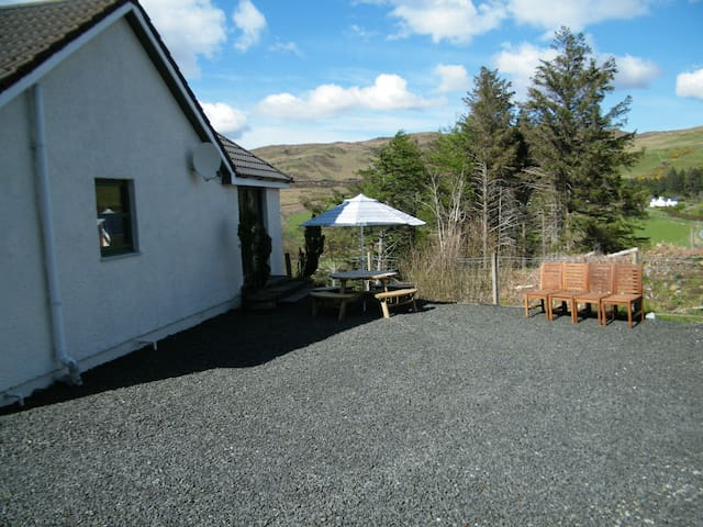 Morrison Cottage, Isle of Skye Holiday Cottages - Carbost - Vacation home